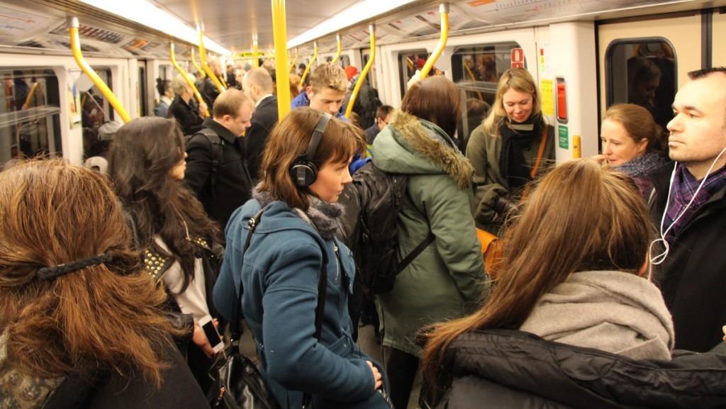 Som sild i tønne: En ny T-banetunnel er helt nødvendig for å få tilstrekkelig kapasitet i hovedstadens lokaltrafikk. Foto Dina Johnsen, NRK.