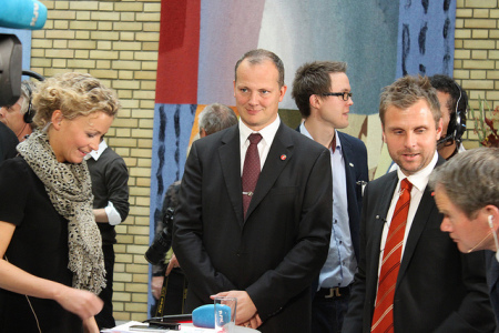 I begivenhetenes sentrum: Ketil Solvik-Olsen har fått Stortinget med på å bevilge mer penger til vei. En bra begynnelse, men fortsatt er mye ugjort. Foto Frp