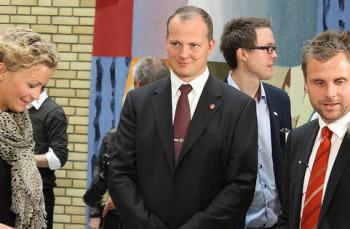 Samferdselsminister Ketil Solvik-Olsen i Stortinget: Han får mer penger til vei i revidert statsbudsjett. Men det trengs mye mer om målene i samferdselssektoren skal nås, så ABV minner om forslaget om å kombinere pensjonssparing med finansiering av lønnsomme veiprosjekter. Foto