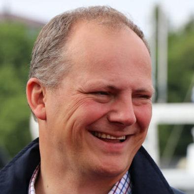 Samferdselsminister Solvik-Olsen vil både fortsette satsingen på nye samferdselsprosjekter og stoppe forfallet i vei- og jernbanenettet. Foto Samferdselsdepartementet.